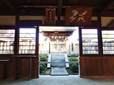 7・拝殿内と奥に本殿・本殿左が天満神社、右が高麗神社