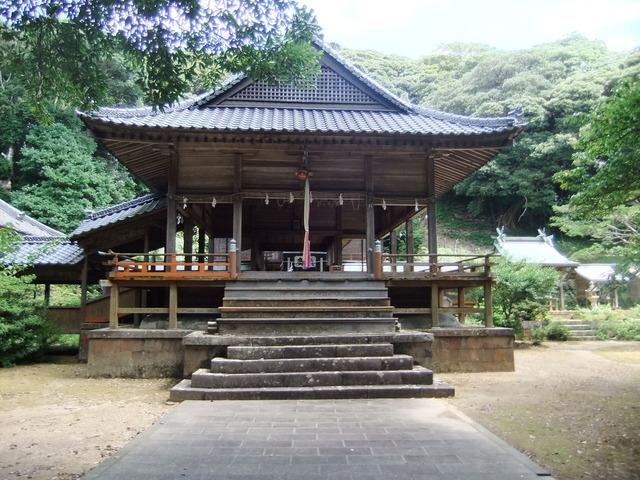 海神神社の堂々たる拝殿