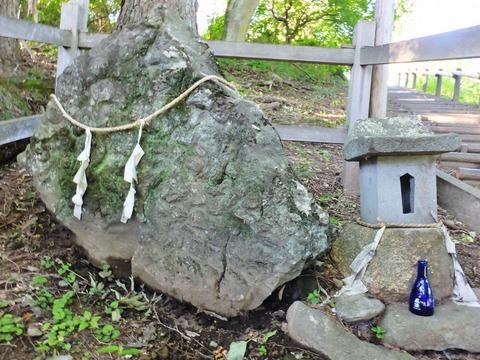 """14・信仰の対象""""尖石"""""""