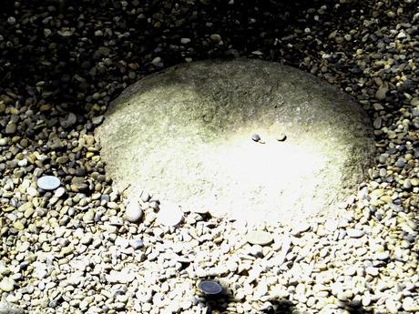 鹿島神宮の凹形の要石