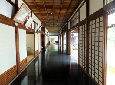 本堂・内廊下