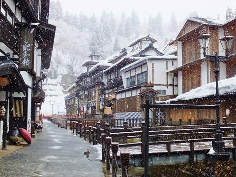 22・銀山温泉の雪の朝