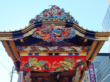 3・上町屋台の応婦人と龍を彫り上げた鬼板