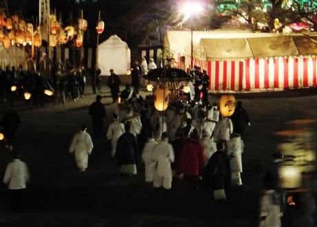 4・神輿に続く宮司