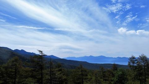 5・手前カラマツ林と南アルプス北岳を望む