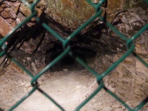 横にも地下壕が