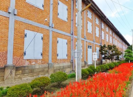 3・木骨レンガ造りの東繭倉庫