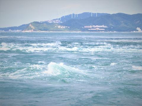 �満潮までもう少し渦が巻いていない(淡路島から 2019.10.15)