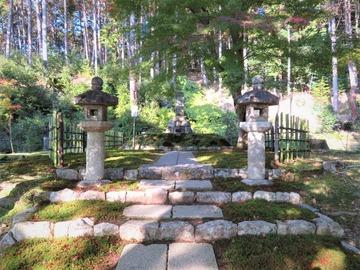 圓光寺開基の徳川家康の墓(歯を埋葬)