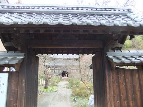 恵明禅寺山門から本堂を