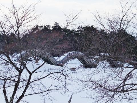 10・雁行を象った雁がね橋