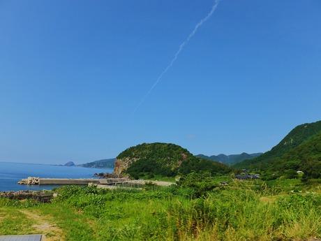 奥の岬突端にポコンと盛り上がっているのが大野亀