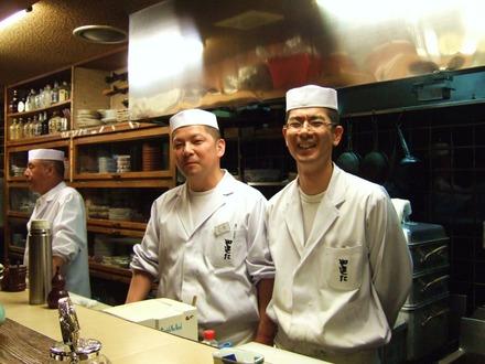 大将を支える料理長の花島氏と焼き方の松岡氏