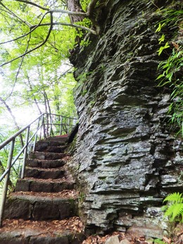 大滝への道に続く板状摂理