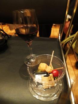 休憩時間にワインとオードブル