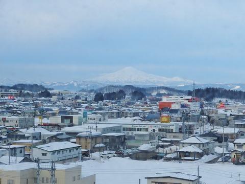 12・ホテルから鳥海山が見えた