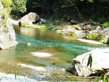 岩瀬峡の清流