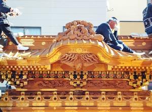 2・下郷笠鉾の見事な彫刻が目の前に