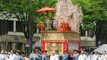 18・桜を仰ぎ見る大伴黒主
