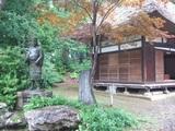 俳諧寺と一茶像