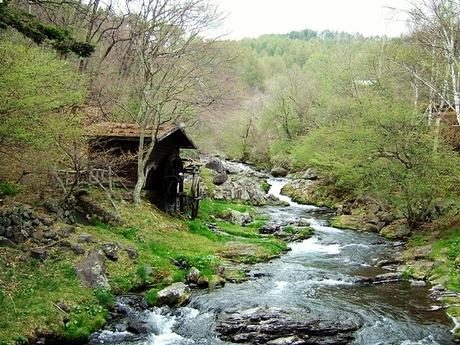 水車と渓流