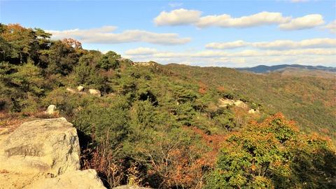 26 高石垣から屏風折れ石垣と東門など鬼の城全貌