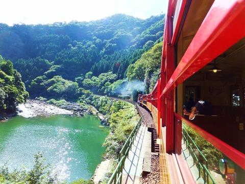 保津峡を走るトロッコ列車のこれぞ醍醐味!!