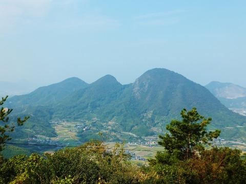 五岳山・左より火上山、中山、我拝師山