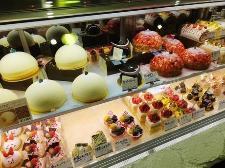 9・ズコットチーズケーキが並ぶショーケース