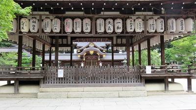 1・今宮神社拝殿に一和とかざり屋の提灯