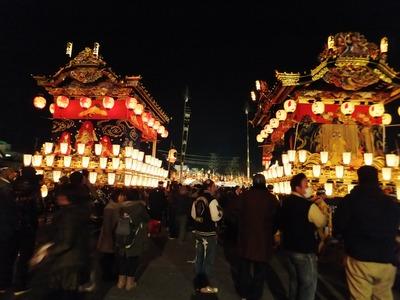 1・御旅所へ降りて、左:宮地屋台・右:上町屋台