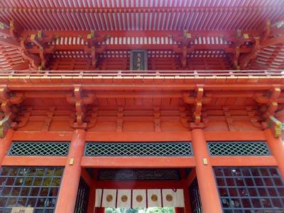 楼門を見上げる