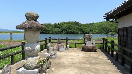 0・静御前の墓と鍛冶池