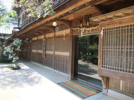 岩惣本館玄関
