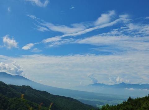 001・ビーナスラインから八ヶ岳裾野と南アルプス