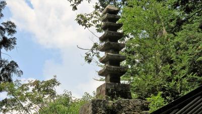 35・七重石塔