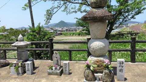 8・侍女叓路・静御前の子・静御前の墓