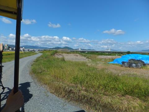 馬車道があの橋の袂でぶつかる辺りが乗船場です