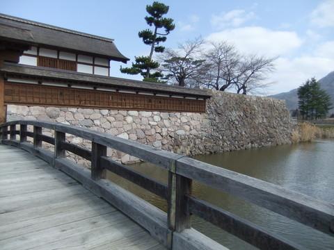 前橋から本丸跡水堀と太鼓門