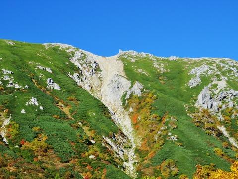 7・青空を背景に駒ケ岳の稜線