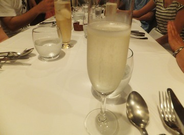 冷えたシャンパンでお祝いです