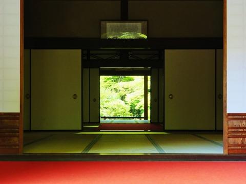 9・明寿院書院・緋色と新緑