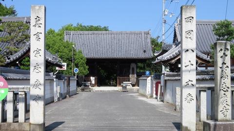 21・仁王門と左に圓通寺・右に常楽寺