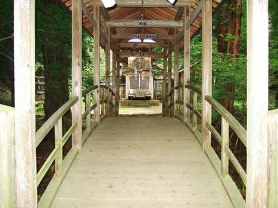 太鼓橋と正面に拝殿