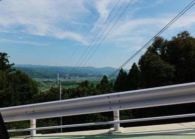 33・海住山寺への急坂から瓶原と春日山を
