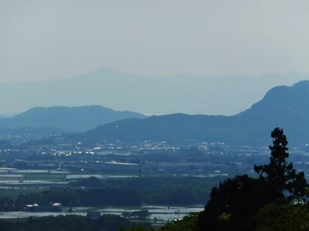 28・遠くわずかに琵琶湖、比叡山
