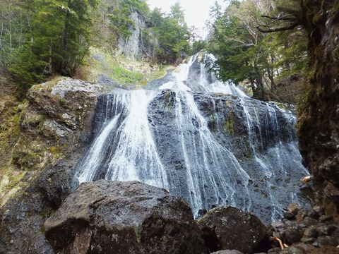 黒い沢の滝