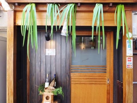 3/菖蒲の葉が飾られた玄関