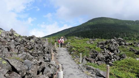 16・溶岩台地を歩く