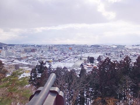 7・横手城天守閣から横手川と横手市内を一望